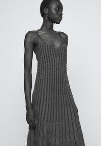Pinko - DELTAPLANO ABITO - Pletené šaty - khaki - 3