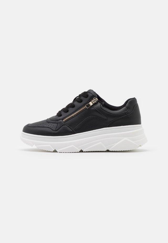 TRAKER - Sneakers laag - black