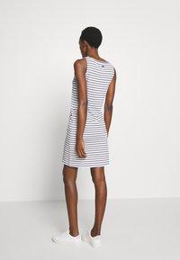 Barbour - DALMORE STRIPE DRESS - Sukienka etui - white/navy - 2