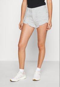 Free People - LOVING GOOD VIBRATIONS - Denim shorts - ivory - 0