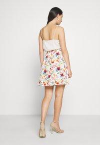 NA-KD - ELASTIC WAIST FLOWY MINI SKIRT - A-line skirt - white/multicolor - 2