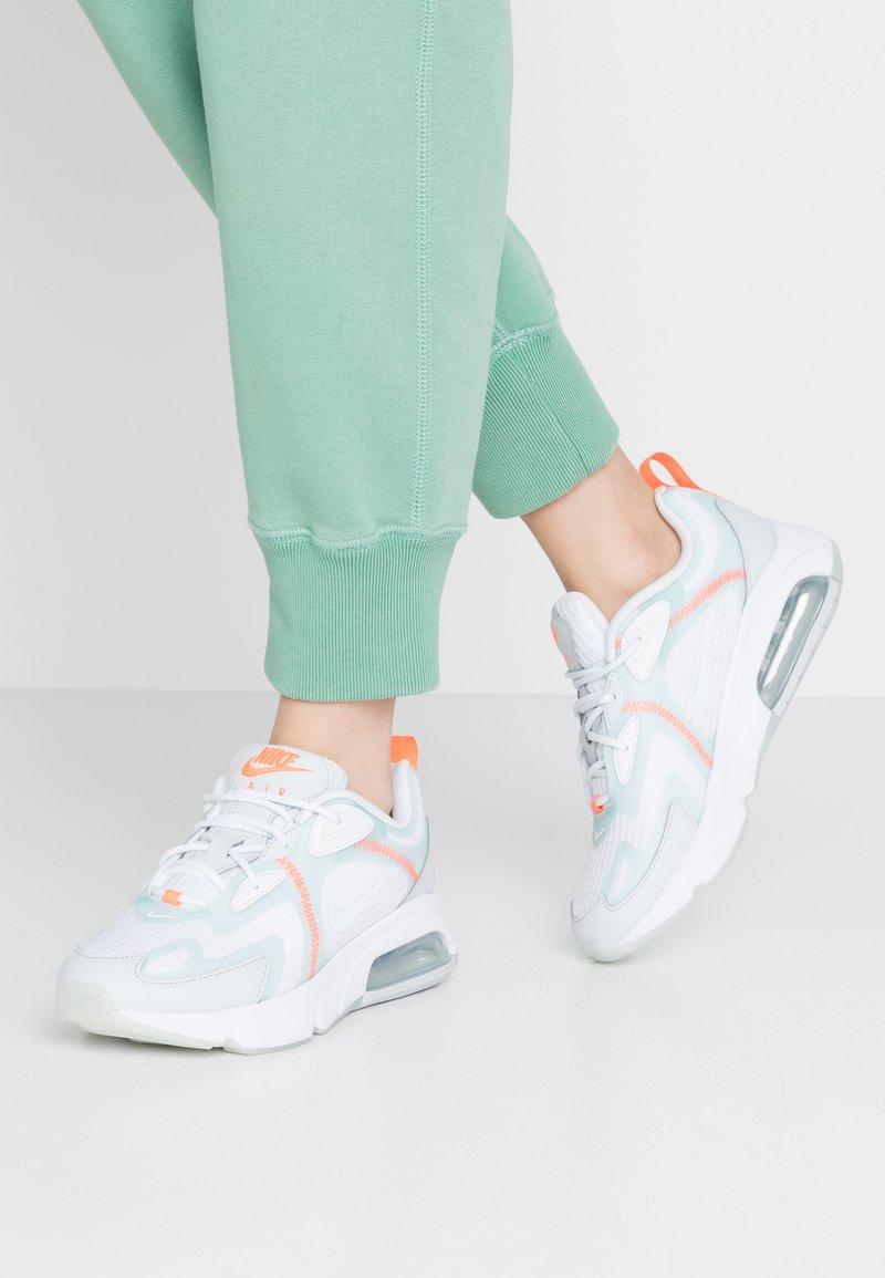Nike Sportswear - Joggesko - white/teal tint/pure platinum/hyper crimson