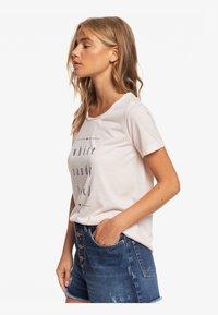 Roxy - ROXY™ CHASING THE SWELL - T-SHIRT FOR WOMEN ERJZT04795 - Print T-shirt - peach blush - 3