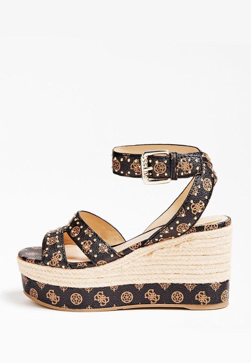 Guess - SANDALE COMPENSEE LATANYE LOGO - High heeled sandals - marron foncé