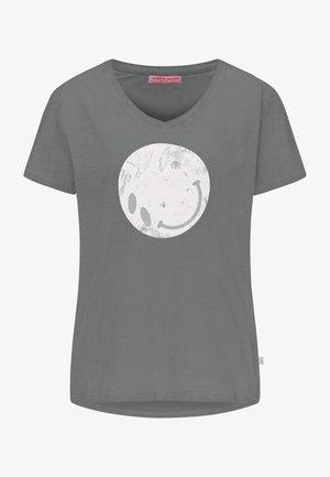 BAUMWOLL-T-SHIRT IM REGULÄREN FIT - Print T-shirt - iron