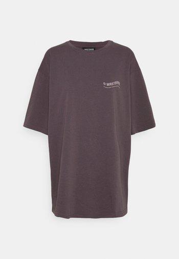 CIRCLE WASHED  - T-shirt med print - plum grey