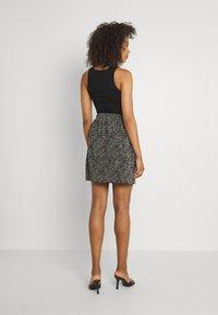 ONLY - ONLTAMMIE SHORT PLISSE SKIRT - Minijupe - black/white - 2