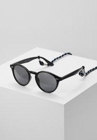 Pier One - Set mit Brillenkette - Sluneční brýle - black - 0