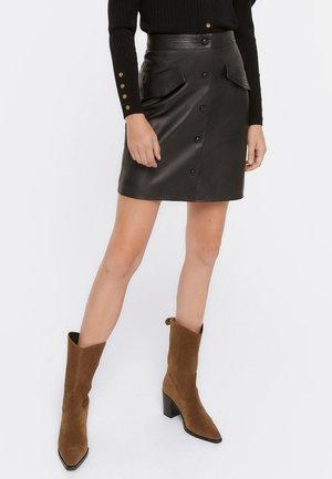 Kožená sukně - black