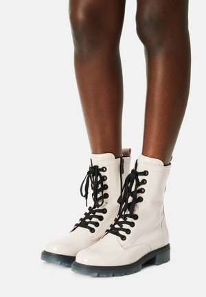Lace-up boots - snow