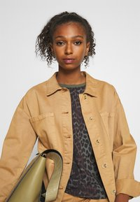 b.young - PANYA LEO - Blouse - olive night - 4
