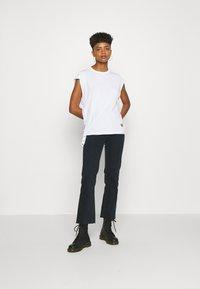 G-Star - GSRAW GYRE KNOT CAP - Print T-shirt - white - 1