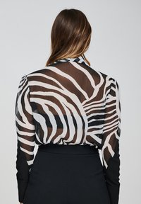 Yan Neo London - Button-down blouse - black - 2