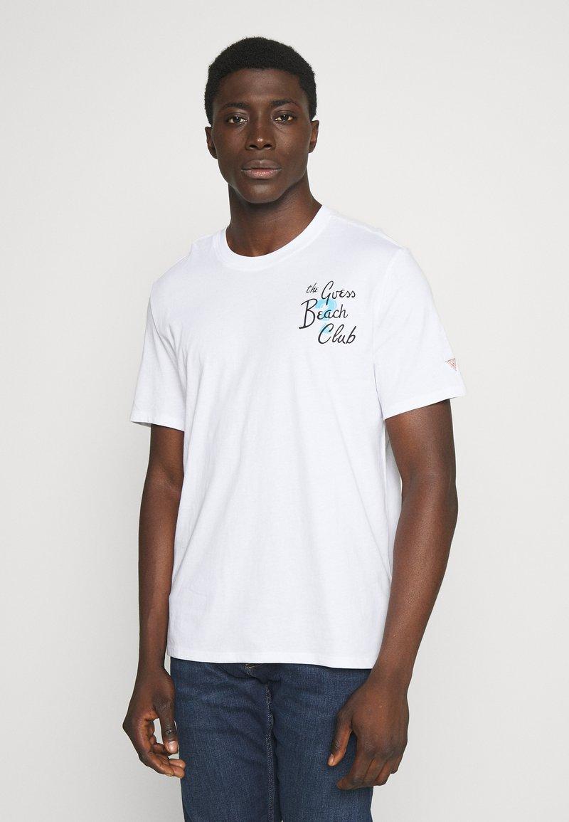 Guess - CHILL TEE - Printtipaita - blanc pur