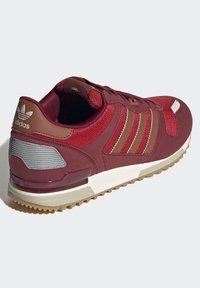 adidas Originals - ZX 700 SCHUH - Trainers - red - 2