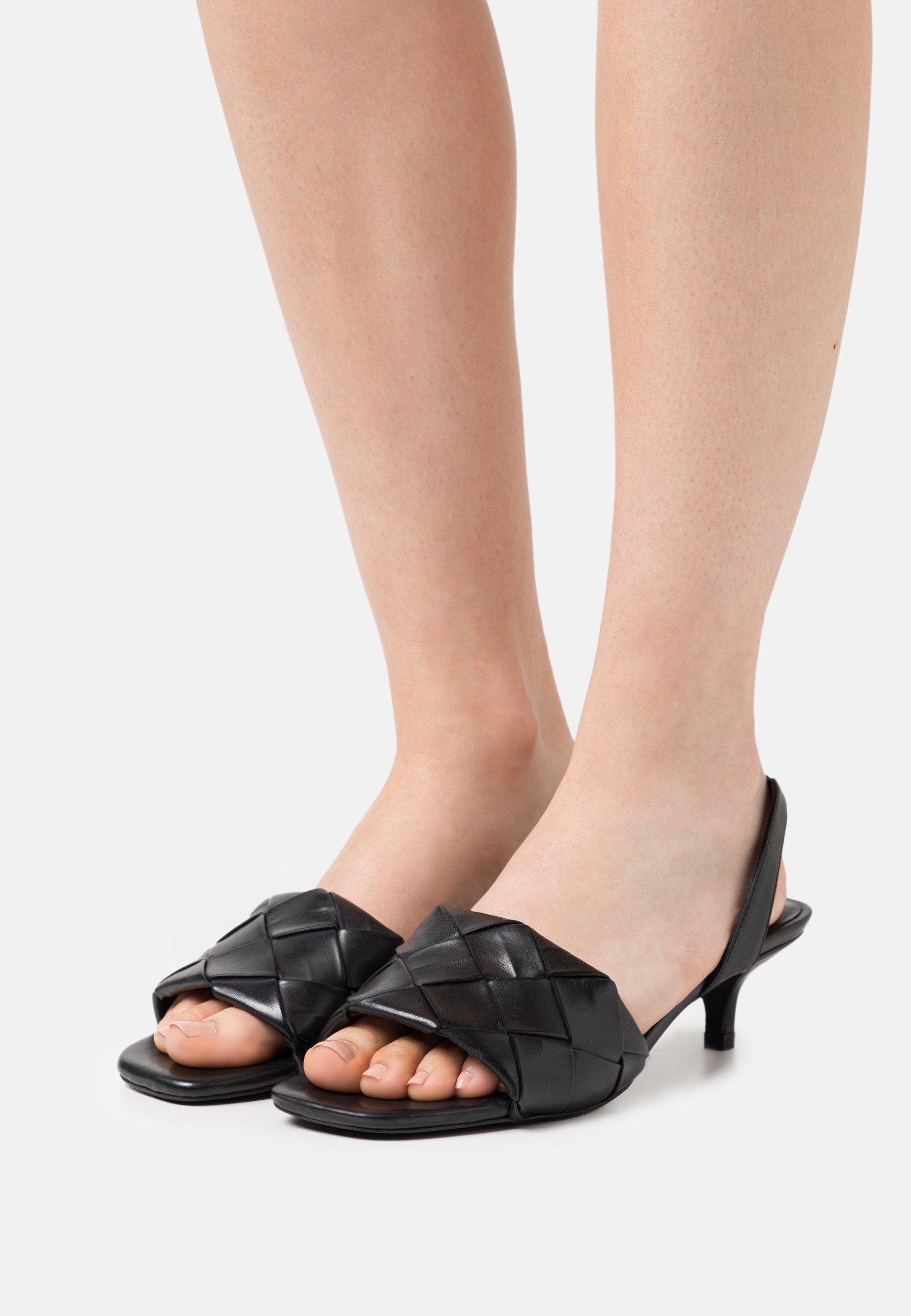 Women MONDAY MORNING - Sandals