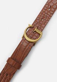 Guess - CORILY ADJUSTABLE PANT BELT - Belt - cognac - 2