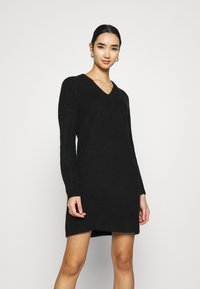 Pieces - PCELLEN V NECK DRESS - Pletené šaty - black - 0