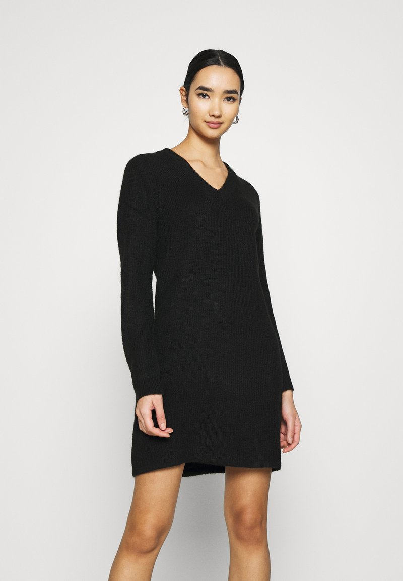 Pieces - PCELLEN V NECK DRESS - Pletené šaty - black