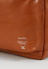 anello - Tagesrucksack - camel - 7