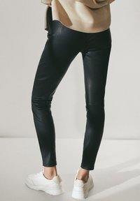 Massimo Dutti - BLACK LEATHER - Leggings - Trousers - black - 1