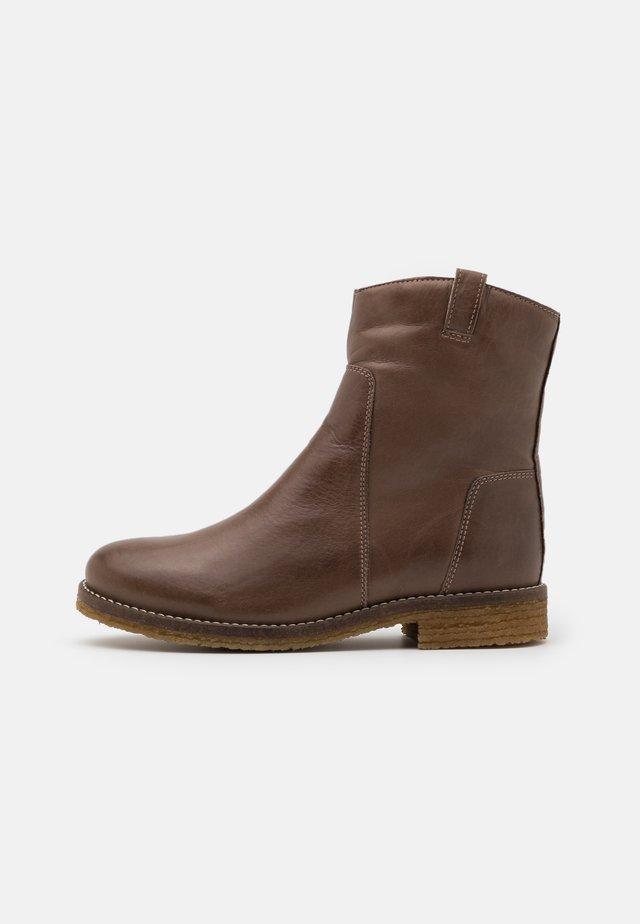 Botines - medium brown