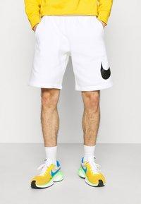 Nike Sportswear - CLUB - Shorts - white - 0
