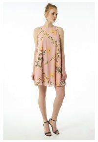 Auden Cavill - Day dress - rosa - 0
