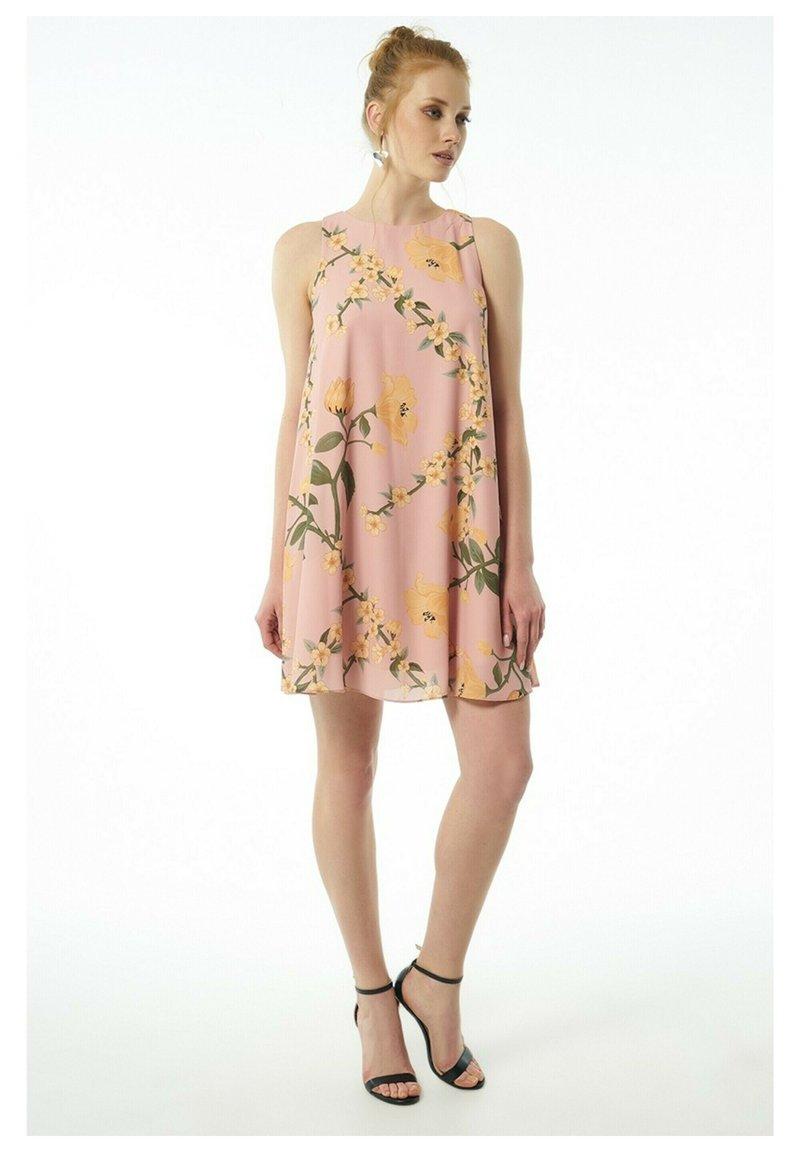 Auden Cavill - Day dress - rosa