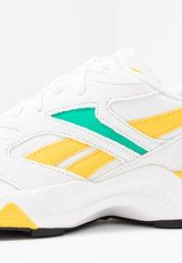 Reebok Classic - AZTREK 96  - Tenisky - white/emerald/toxic yellow - 2