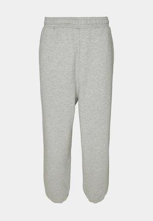 ETHAN OVERSIZED SWEATPANTS - Teplákové kalhoty - light grey melange