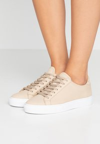 GARMENT PROJECT - TYPE - Sneakers - cream - 0