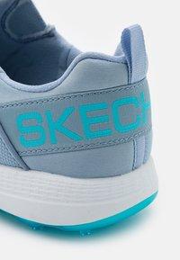 Skechers Performance - GO GOLF MAX - Golf shoes - light blue/hot melt/white - 5