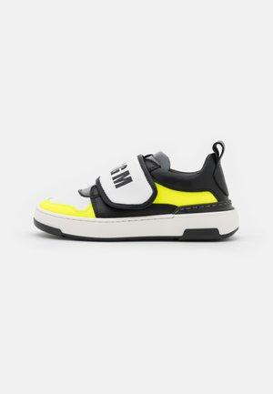 UNISEX - Sneakers laag - white/neon yellow