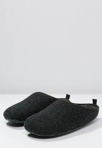 Camper - WABI - Pantuflas - dark gray - 2