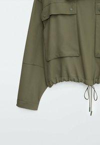 Massimo Dutti - MIT TASCHEN UND KAPUZE - Summer jacket - khaki - 3