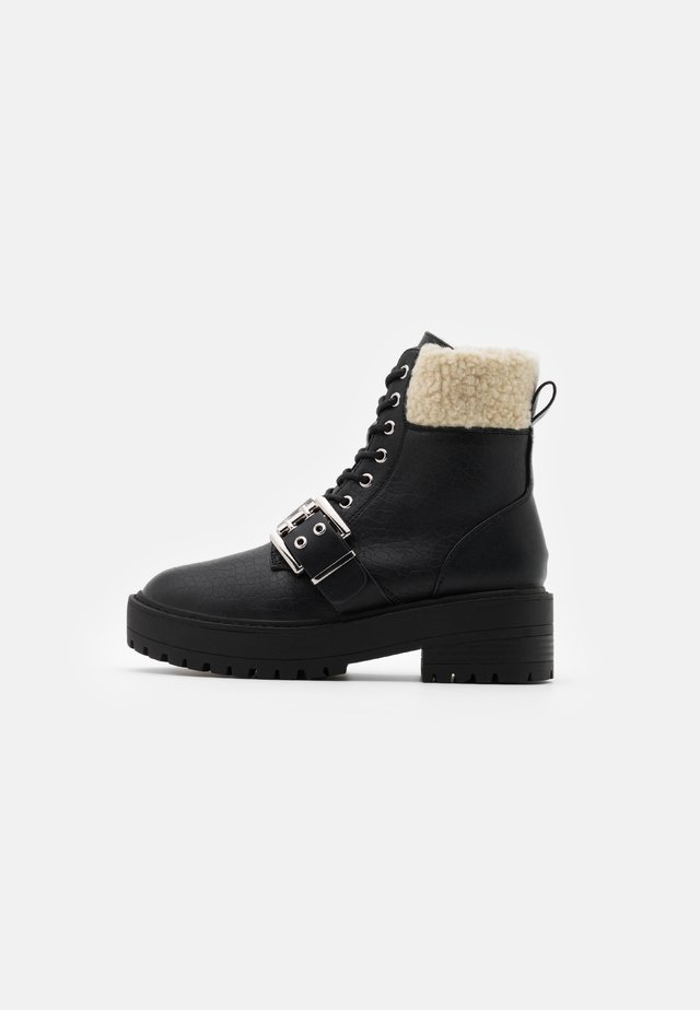 ONLBRANDY LACE UP BOOT - Botki na platformie - black