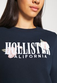Hollister Co. - CHAIN CROPPED ICON  - Sweatshirt - navy - 5