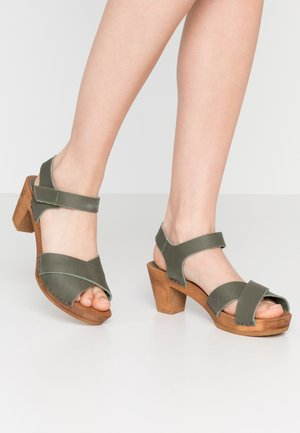 MABEL SQUARE FLEX  - Clogs - khaki