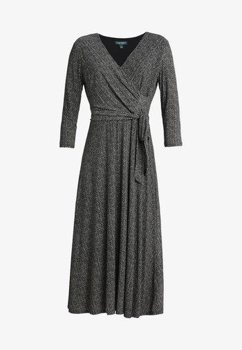 PRINTED MATTE DRESS - Žerzejové šaty - sparkling champag
