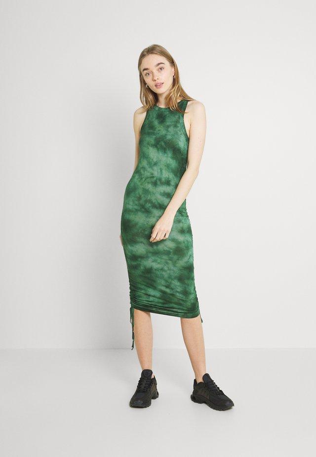 ENSTEVIA DRESS - Sukienka z dżerseju - green