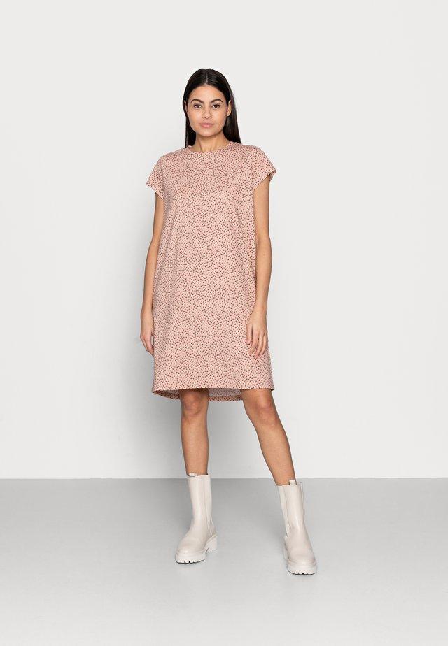 GISZ DRESS - Žerzejové šaty - beige