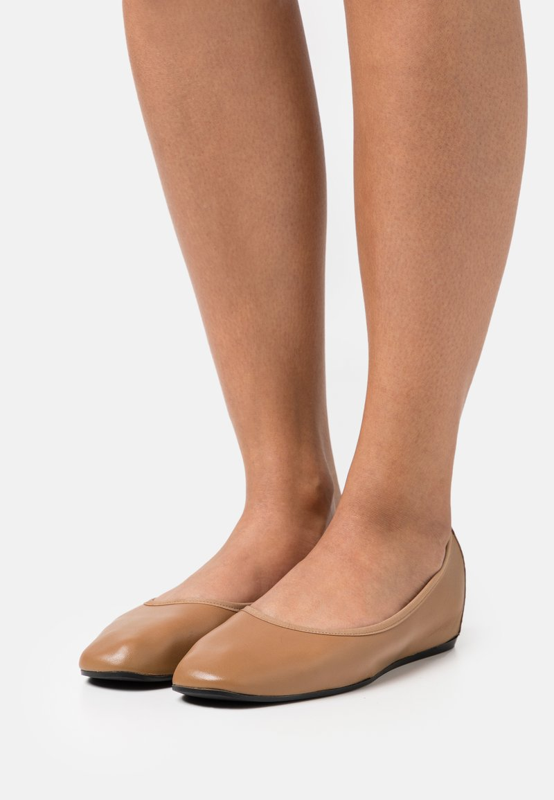 Filippa K - REY FLAT - Baleríny - chestnut brown