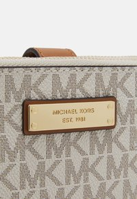 MICHAEL Michael Kors - JET SET SEMI LUX  - Wallet - vanilla - 3