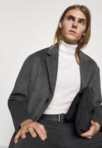 Bruuns Bazaar - JANUS COAT - Klasický kabát - dark grey - 3