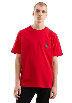PIERCE PER UOMO - Basic T-shirt - rosso hunter