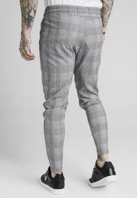 SIKSILK - SMART - Teplákové kalhoty - black/grey/white - 2