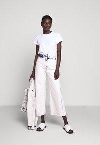 Proenza Schouler White Label - WIDE LEG CROP - Široké džíny - bleached denim - 1