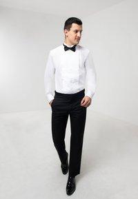 dobell - SLIM FIT - Formal shirt - white - 1