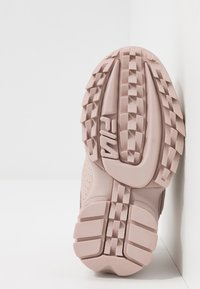 Fila - DISRUPTOR KIDS - Sneakers basse - rose smoke - 5